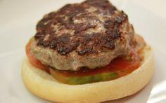Si tienes muchas latas de atún en casa, cambia la preparación de cada día y prueba estas deliciosas hamburguesas.