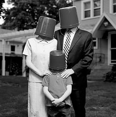 Most Awkward Family Photos Ahh yes, the bucket heads family. They're always looking so pale! Funny Baby Images, Funny Dog Photos, Funny Pictures For Kids, Funny Dog Videos, Funny Kids, Humor Videos, Portrait Photos, Family Portraits, American Funny Videos