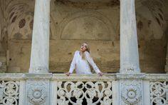 Fashion shooting, white skirt, Mogosoaia Palace, beautiful day, great outfit Monoclu.ro