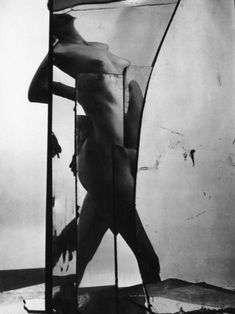 Erwin Blumenfeld, Nude in broken mirror, New York, 1944 O