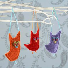 Felt Owl Ornaments... these are actually not that cute to me as they are, but I like the idea.