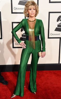 2015 Grammys: Red Carpet Arrivals: Jane Fonda wearing hunter green jumpsuit with gold and black highlights designed by Balmain. Jane Fonda, Jane Seymour, Fashion Over 50, 80s Fashion, Fashion History, Fashion Shoes, Young Celebrities, Celebs, Fashion Forever