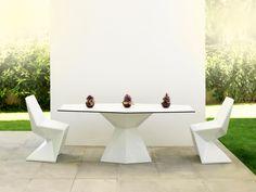 Outdoor Living Design Chertsey, Vondom Furnicture. www.outdoorliving.co.uk