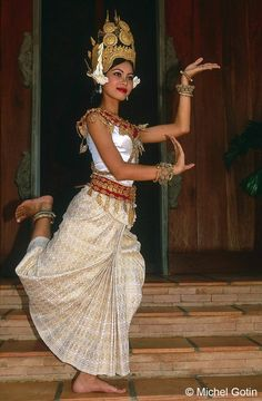 Siem Rep - Absara Dancer ©Michel Gotin by Easia Travel Cambodian Art, Khmer Tattoo, Cambodia Beaches, Exotic Dance, Tribal Fusion, Dance Pictures, Dance Art, Girl Dancing, People Of The World