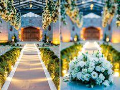Casamento com tema de ambientação romântica e luxuosa no Castelo de Itaipava. Festa assinada por Daniel Cruz. #wedding #white #casamento