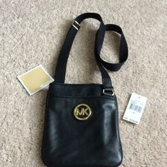Authentic Michael Kors Fulton Crossbody❗️ Beautiful bag! Excellent condition, used only a handful of times. Authentic. Michael Kors Bags Crossbody Bags
