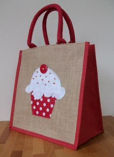 Items similar to Natural Jute Hessian Medium Red Trim Shopping Bag - Felt Cupcake Motif on Etsy Hessian Bags, Jute Bags, Burlap Crafts, Fabric Crafts, Jute Shopping Bags, Pillowcase Pattern, Diy Tote Bag, Embroidery Bags, Linen Bag