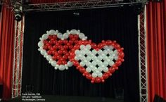 This beautiful double heart was made by Frank Jeschke, CBA, with Qualatex Quick Links balloons. Find a balloon professional near you!