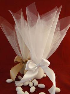 Τούλινη με σατέν κορδέλα 2,5 cm διπλής όψης Wedding Candy, Wedding Favors, Wedding Gifts, Wedding Decorations, Wedding Invitations, Jordan Almonds, Flower Boxes, Flowers, Bridal Shower Favors