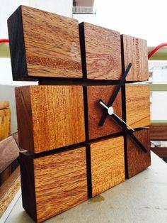 Resultado de imagem para relogio artesanal de madeira