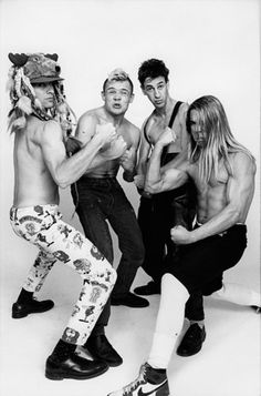 RED HOT CHILI PEPPERS IS STILL SMOKIN' HOT! http://punkpedia.com/news/red-hot-chili-peppers-is-still-smokin-hot-6709/