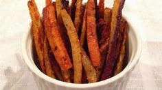 ► Cajun Rainbow Carrot Fries Recipe:  rainbow carrots, cornstarch, coconut sugar, cayenne pepper, paprika, garlic powder, onion powder, pepper, oregano, thyme and olive oil. Bake in a preheated 425°F oven 15 minutes, flip and bake an additional 15 minutes. Rainbow Carrot Recipes, Carrot Dishes, Good Food, Yummy Food, Delicious Recipes, Healthy Recipe Videos, Diabetic Recipes