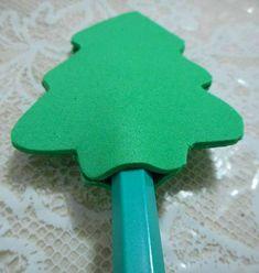 Lembrancinha de Natal: lápis com árvore de EVA   Customizando - Blog de customização de roupas, moda, decoração e artesanato