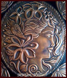 """Camafeu """"Lille"""" - Repujado em lâmina de cobre.- by Mirian Keller"""
