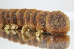 Σαραγλάκια πολίτικα Greek Sweets, Greek Desserts, Party Desserts, Greek Recipes, Cookbook Recipes, Sweets Recipes, Cake Recipes, Cooking Recipes, Sweet Buns