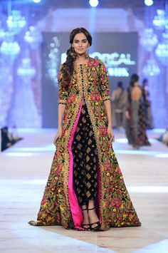 #WorldFashion Magnificent #Desi Outfit by http://www.SanaSafinazOfficial.com/ #Pakistan <3