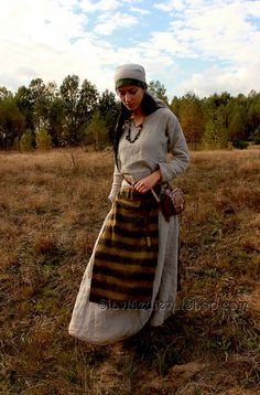 Slavonic apron sewn manually reconstruction by SlavMedievalShop Norse Clothing, Medieval Clothing, Historical Clothing, Hurley, Larp, Viking Garb, Period Outfit, Haute Couture Fashion, Wool Dress