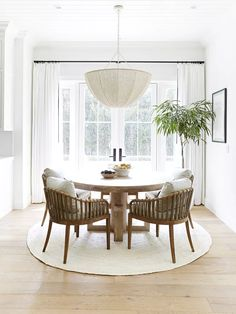 20 Modern Farmhouse Dining Rooms That Will Transport You To The Countryside - - From weathered wood tables to spindle-back chairs, nothing says home sweet home better than a farmhouse dining room. Here's how to get the look. Dining Room Small, Dining Room Interiors, Cheap Home Decor, Home Decor, Farmhouse Chic Dining Room, Room Decor, Dining Room Decor, Interior Design, Modern Farmhouse Dining Room