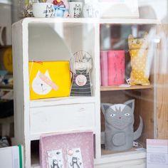 #die_buntique #diebuntique #store #handmade #design #colorful #madeinvienna #vonhandmitherz #schaufenster #shoplocal #katzen #babystuff #kirchengasse26 #vienna