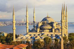 It is important to get the right balance between sightseeing and uncovering a city's cultural offerings and activities. This guide introduces Istanbul's most important attractions so you can pick and choose the ones that most appeal to you. That way there is plenty time left to discover other highlights, such as dining at restaurants, cafés and bars, meeting the locals and absorbing yourself in Turkish culture. #travel #istanbul #turkey #traveltips #parkinn #wanderlust