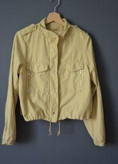 Wiosenna kurtka Bershka bez kaptura rozm.40 w kolorze musztardowym