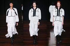 O branco no Inverno de Alexandre Herchcovitch veio em camisolas de tricoline de cashmere com seda e detalhes em fitas de gorgurão