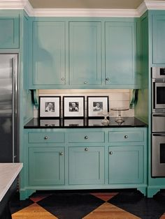 I love the Turquoise Cabinets! Cabinet Paint Colors: 7 Colorful Choices for the Kitchen Kitchen Cabinets - Turquoise Kitchen Cabinets Turquoise Kitchen Cabinets, Types Of Kitchen Cabinets, Blue Cabinets, Painting Kitchen Cabinets, Kitchen Cabinet Design, Kitchen Cabinetry, Kitchen Colors, Cabinet Types, Colored Cabinets