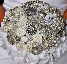 Image from http://3.bp.blogspot.com/-d2HP3Qkctoo/UDzKHU40tfI/AAAAAAAADUU/vpZbYV_mB8A/s400/Unique-Button-Brooches-Bouquet-For-Wedding-3.jpg.