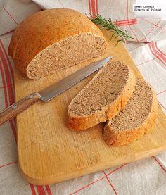 Hogaza de pan con romero y aceite de oliva