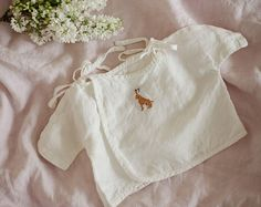 Baby Wrap Shirt, White Kimono Baby shirt, Washed Linen, Hand Made Embroidery, Baby Clothes, Baby Shower, Babtism