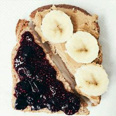 Wheat bread, peanut butter, blackberry jam, and bananas. Aesthetic Food, Healthy Snacks, Fruit Snacks, Healthy Eating, Food Inspiration, Love Food, Cravings, Food Photography, Vegan Recipes
