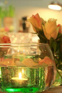 Eine tolle Tischdeko mit Blumen und Blüten für einen schönen Dinner   Abend oder bei einen Kochevent ist das Highlight. Egal ob zu   Weihnachten, bei einer Hochzeit,   Geburtstag oder Candle Light Dinner - eine tolle und festliche   Tischdekoration ist eng mit einen tollen Essen verbunden.