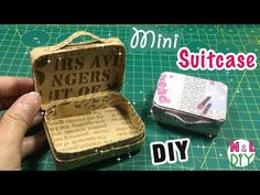 Carry-On Closet – Suitcase with built in shelves – Best Fashion Advice of All Time Diy Doll Suitcase, Cardboard Suitcase, Diy Cardboard, Cardboard Furniture, Carton Diy, Vintage Suitcases, Vintage Luggage, Barbie Doll House, Baby Barbie