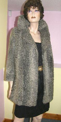 Vintage gray Persian lamb fur coat. Mouton de perse gris.