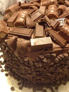Me Encanta el Chocolate: Super Torta de Chocolate con Hershey, Kisses, kit kat y Twix