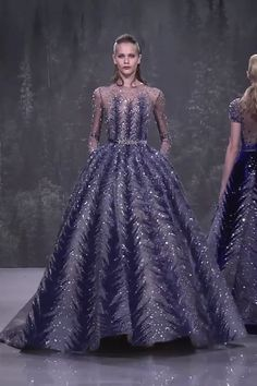 Gorgeous embroidered midnight blue evening dress evening ball gown with long sleeves and a train fall winter 2018 2019 haute couture collection fashion runway by ziad nakad fendi at milan fashion week spring 2020 Blue Evening Dresses, Evening Gowns, Midnight Blue Dresses, Winter Ball Dresses, Elegant Dresses, Pretty Dresses, Looks Kate Middleton, Moda Lolita, Couture Collection