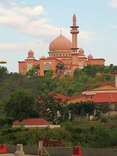 University Mosque - Kota Kinabalu, Sabah, Malaysia Malaysia Resorts, Malaysia Truly Asia, Strait Of Malacca, Mosque Architecture, Kota Kinabalu, Beautiful Mosques, Cathedral Church, Place Of Worship, Borneo
