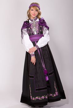 BELTESTAKKER Ethnic Fashion, Boho Fashion, Womens Fashion, Norwegian Clothing, Viking Clothing, Folk Embroidery, Thinking Day, Folk Costume, Traditional Outfits