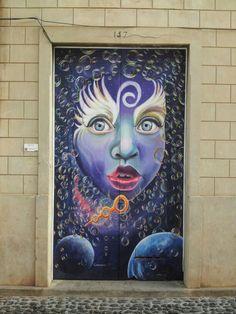 Puerta pintada en Madeira
