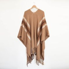 Poncho de Lana de Alpaca. Hecho en Chile. Textiles, Lana, Kimono Top, Chile, Tops, Women, Fashion, Ponchos, Men