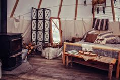 Upscale Camping in Authentic Tipi - Spirit Lodge - Tipis for Rent in Lynchburg, Virginia, United States Glamping, Lake George Camping, Camping Trailer For Sale, Camping Trailers, Camping In Illinois, Lit Queen Size, Native American Teepee, Luxury Camping, Death Valley