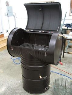 DIY Outdoor Smoker Projects from easy set-up flower clay pot smokers, recycled 55 gallon drum smoker to cedar smoke house. 55 Gallon Drum Smoker, 55 Gallon Steel Drum, Ugly Drum Smoker, 55 Gallon Plastic Drum, Plastic Drums, Diy Smoker, Homemade Smoker, Smoker Designs, Outdoor Smoker