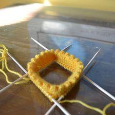 Päärme ja nirkkoreuna sukanvarteen - Neulovilla Crochet Socks, Knitting Socks, Knit Crochet, Knitting Charts, Handicraft, Needle Felting, Diy Clothes, Needlework, Diy And Crafts