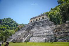 Palenque, Chiapas México - Templo de las Inscripciones, la tumba del Emperador Maya, Pakal, Palenque Chiapas México.