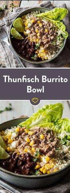eser Thunfisch Burrito Bowl mischen sich schwarzen Bohnen, Mais und würzigem Feta mit braunem Limettenreis und schmackhaftem Thunfisch.