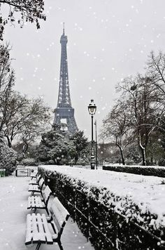 Snow at the Effiel Tower