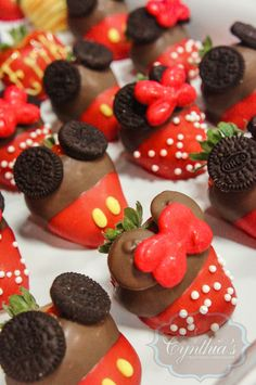 Mickey mouse and Minnie mouse strawberries ©