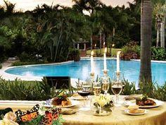Para ti que buscas la exclusividad y excelencia en hospedaje, el galardonado Iguazú Grand Resort Spa and Casino te ofrece lo más selecto para unas vacaciones inolvidables o un viaje de negocios. Aquí encontrarás un universo de diversión y relajación en la belleza natural de tan paradisiaco destino de Puerto Iguazú, como un spa con instalaciones de vanguardia, un entretenido club para niños, teatro para el entretenimiento familiar y salones para eventos.