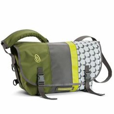 Timbuk2 D-Lux Messenger Bag Racing Stripe. Memory-adjust True Fit cam buckle eliminates daily fit adjustments! Great colors and designs.