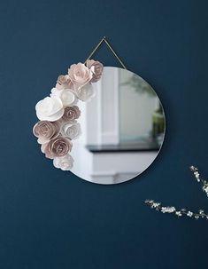 Le mois du diy home diy mirror, diy home decor и diy Diy Décoration, Easy Diy, Diy Flowers, Paper Flowers, Diy Wall Decor, Diy Home Decor, Spiegel Design, Flower Mirror, Diy Home Crafts